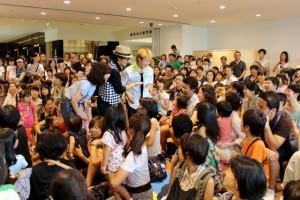上海公演で超大人気